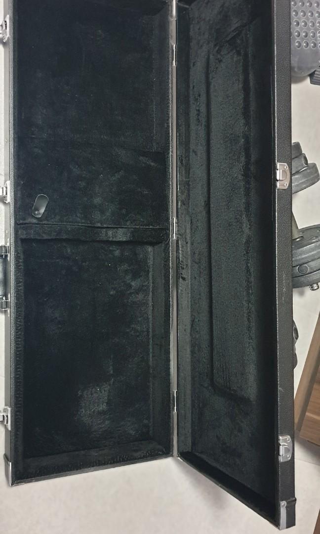 Name:  warwick_rockcase_guitar_case_1599583599_a7c15e55_progressive.jpg Views: 65 Size:  75.8 KB